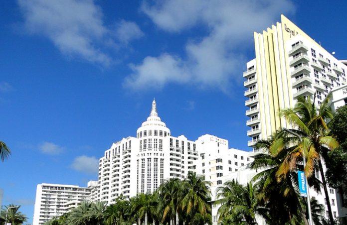 Foto: Próximo Embarque       A delícia de curtir uma noite sentado na grama e ouvindo boa música Ocean Drive: Baladas para todos os gostos    Em Miami