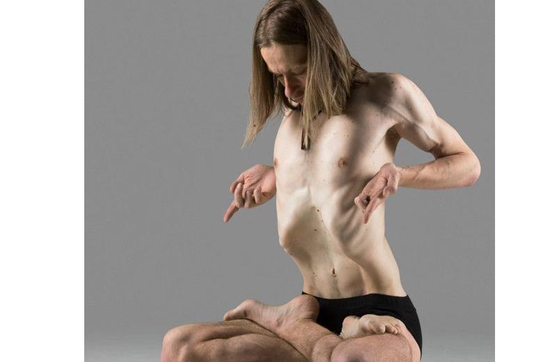 Com os exercícios hipopressivos é possível controlar a respiração e contrair o abdome em posturas parecidas com as da ioga