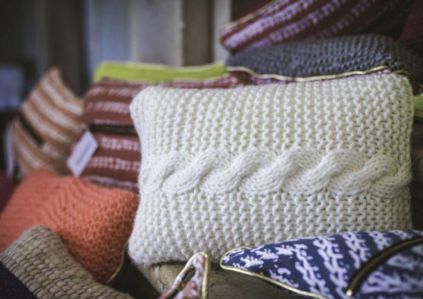 Almofadas produzidas pelas vovós - Foto: reprodução / Facebook