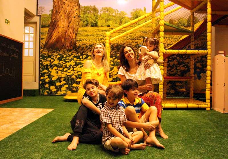 Melissa, Fernanda (dir) e os filhos - Foto: divulgação