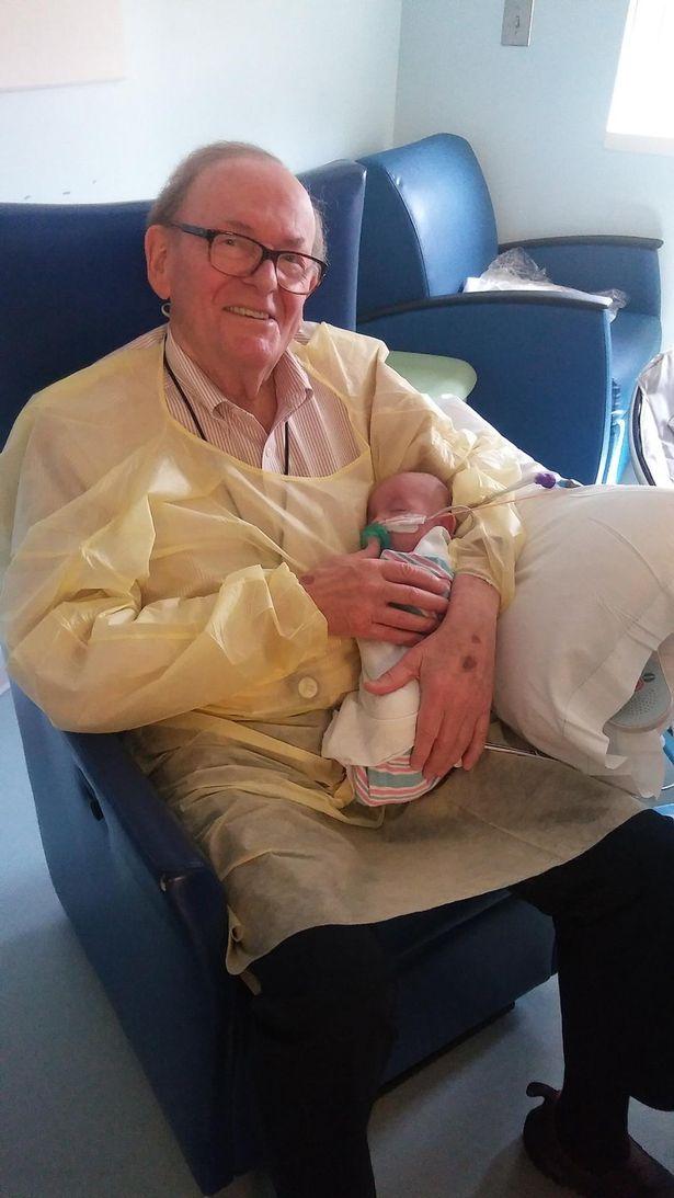 David Deutchman com outro bebê - Foto: reprodução / Facebook