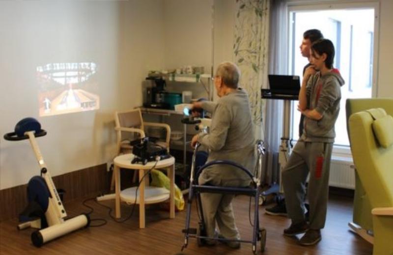 Adolescentes também ensinam jogos virtuais para idosos Foto: Divulgação
