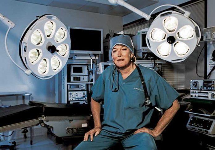 Cirurgiã Marci Bowers - Foto: Frederic Neema