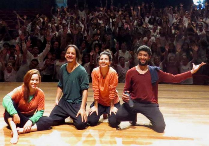 Atores e alunos no Projeto Mediato Foto: Divulgação 