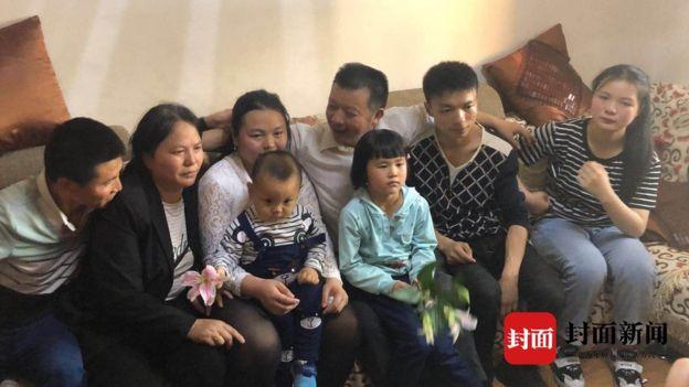 Família reunida novamente - Foto: CFP