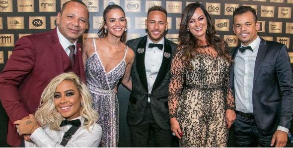 Bruna, Neymar Jr e família Foto: Divulgação