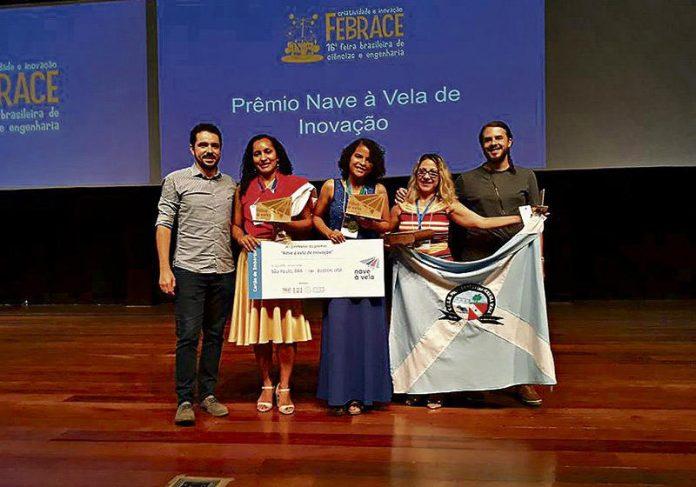 Francielly (centro) venceu 9 prêmios em Feira de Ciências e Tecnologia de São Paulo Foto: Arquivo Pessoal