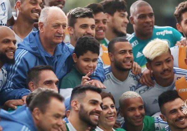 Nickollas com a equipe do Palmeiras - Foto: reprodução / TVPalmeiras