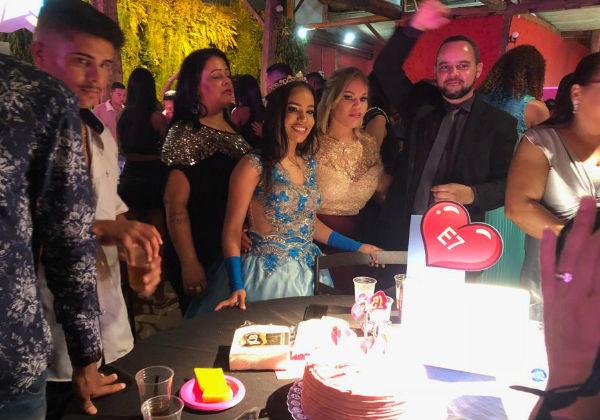 Cada debutante teve um bolo pra família e convidados Foto: SNB