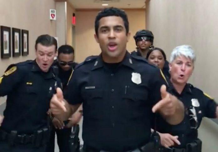Policiais do Norfolk Police Department na Virginia