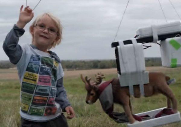 Locky durante o lançamento da rena Foto: Reprodução YouTube