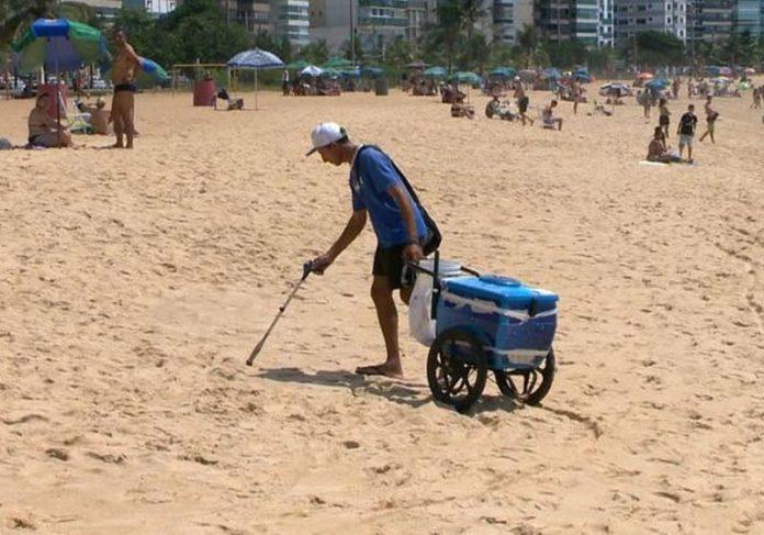 Marco Antonio colhe lixo - Foto: reprodução / TVGazeta|