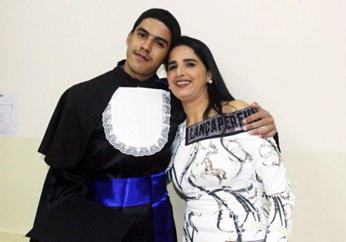 Ivi e a mãe - Foto: Ascom/FAAO 
