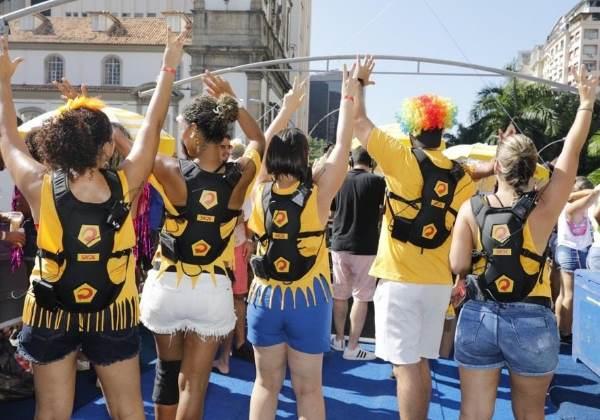 O grupo de surdos convidados no Bloco das Poderosas Foto: Divulgação