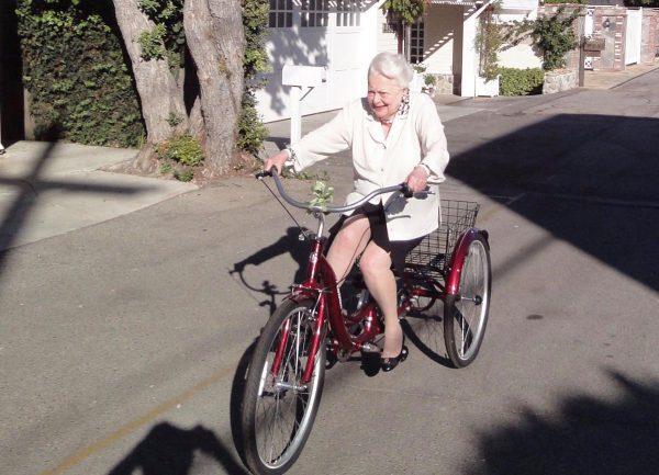 Olivia de Havviland de bike - Foto: JamesLNeibaur