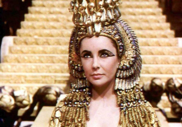 Elizabeth Taylor como Cleópatra em 1963 - Foto: Divulgação