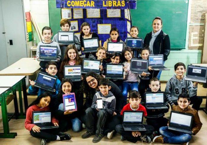 Criadores do app que ensina Libras - Foto: Marco Favero / Agência RBS
