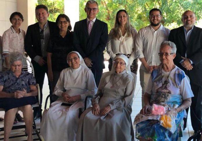 O juiz e as freiras - Foto: Divulgação/TJCE
