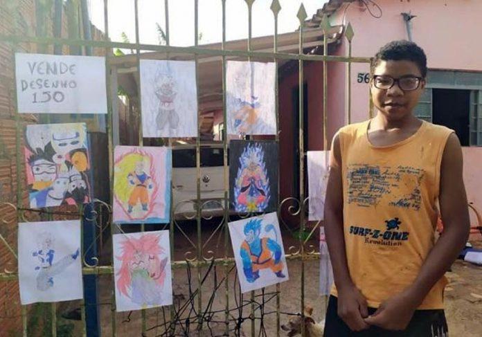 Kayque vendendo desenhos - Foto: Vini Willyan|Kayque Alexandre vende desenhos - Foto: reprodução / Facebook|