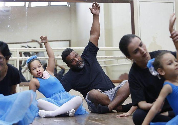 Foto: reprodução Correio||A família reunida com as duas filhas Foto: reprodução Correio|O Ballet Azul Foto: reprodução Correio