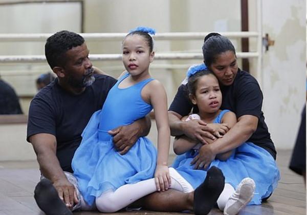 A família reunida com as duas filhas Foto: reprodução Correio