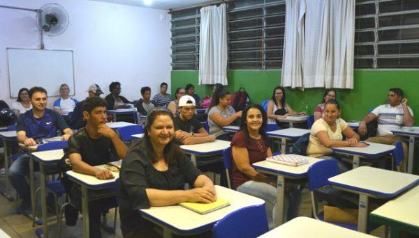 Amigas com os colegas da classe - Foto: Fabiana Assis/G1