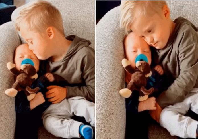 Foto: reprodução Facebook|O garotinho Welles e a mãe Oakley Foto: Instagram