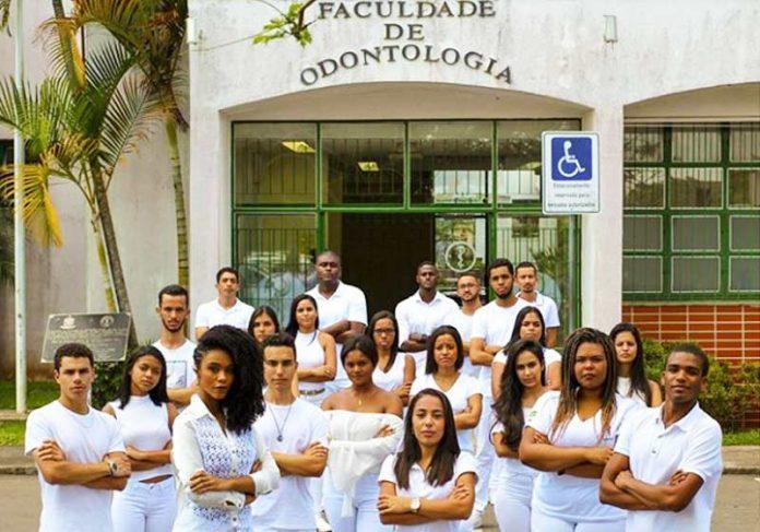 Protesto de alunos da UFJF - Foto: Gustavo Maximiano