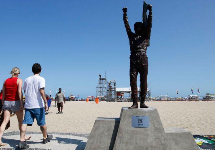 Estátua de Senna em Copacabana - Foto: Fernando Frazão/Agência Brasil 