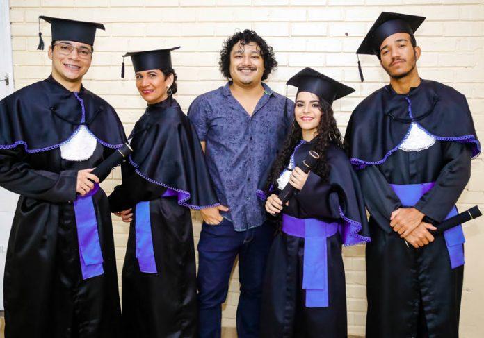 Prof. Nobu e parte dos alunos - Foto: Shodo Yassunaga|||||