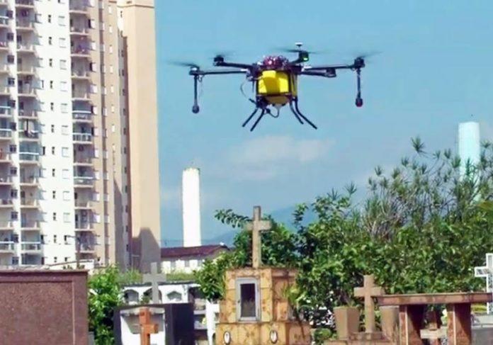 Drone com inseticida sobrevoa Santos - Foto: reprodução / Youtube