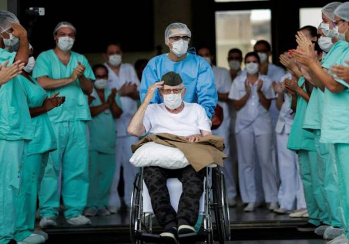 Ernando Piveta recebe no DF - Ueslei Marcelin/Reuters