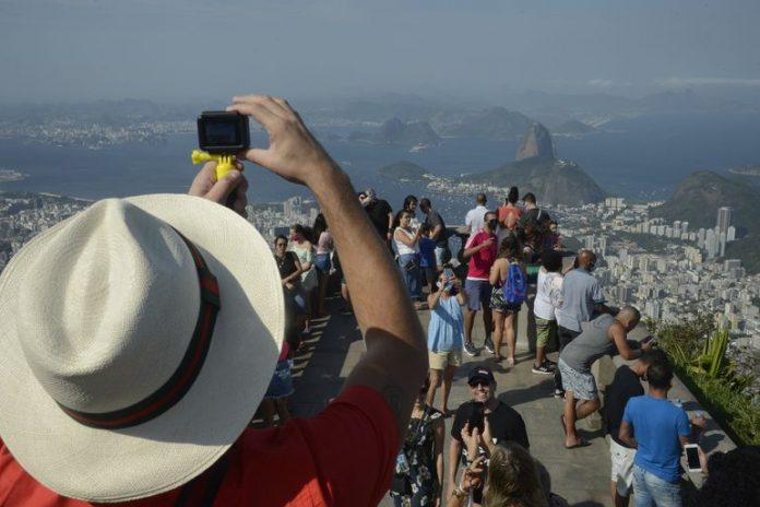 Turistas no Cristo Redentor com novas regras sanitárias - Foto: Tânia Rego/Agência Brasil