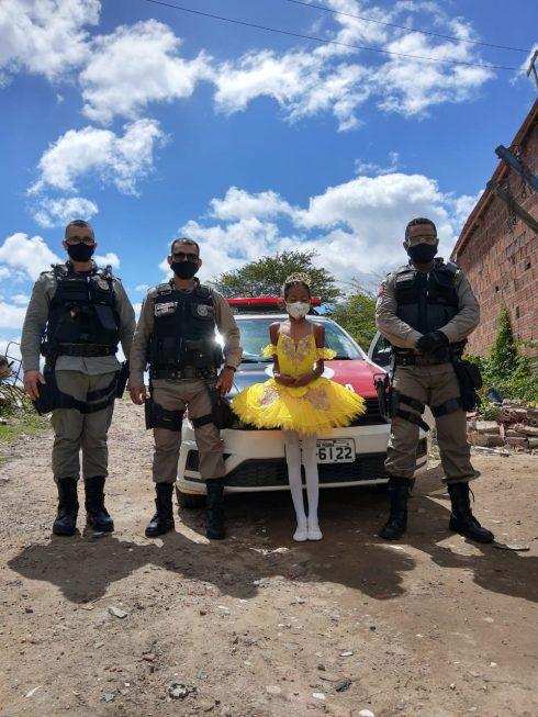Raíssa com PMs Rômulo, Yury e Josenilson - Foto: arquivo pessoal