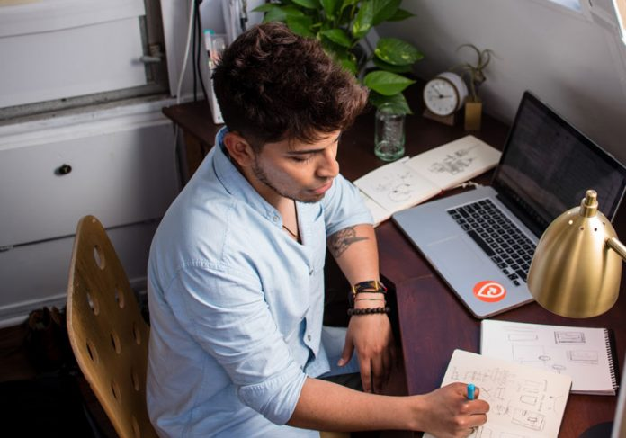 Home office - Foto: manny Patoja / Unsplash