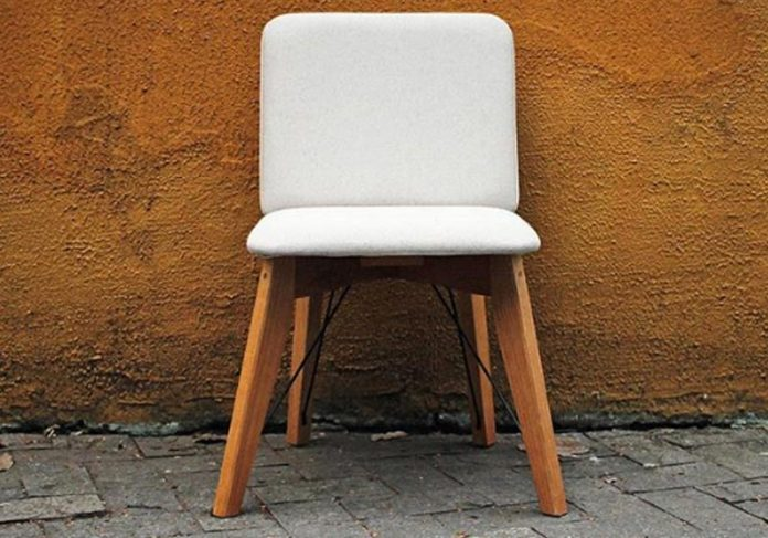 Cadeira na calçada - Foto: reprodução / Projeto Atalho