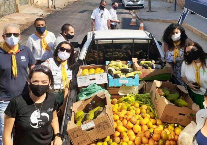 Desbravadores e parte dos alimentos levados ao Pantanal - Foto: divulgação
