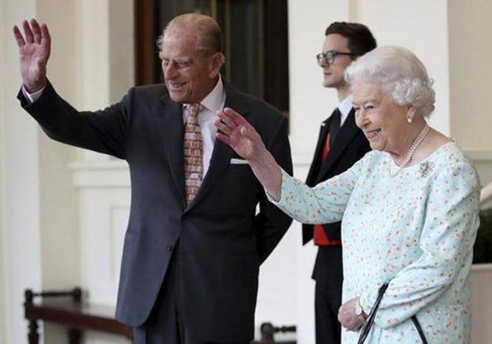 Rainha Elizabeth II e o príncipe Philip serão vacinados - Foto: EFE
