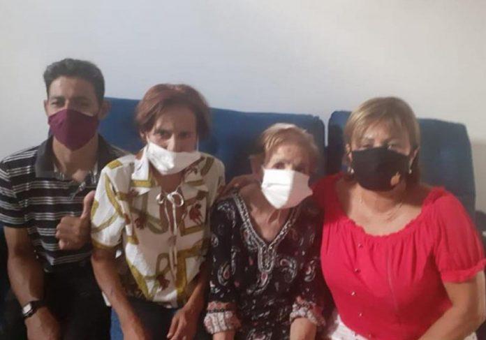 Alice de 62 anos com a família - Foto: divulgação