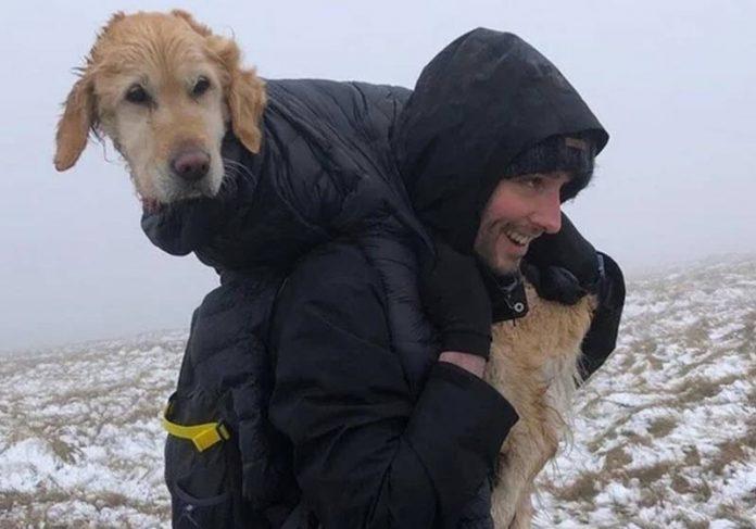 Jean-François carregando o cão - Foto: Ciara Nolan