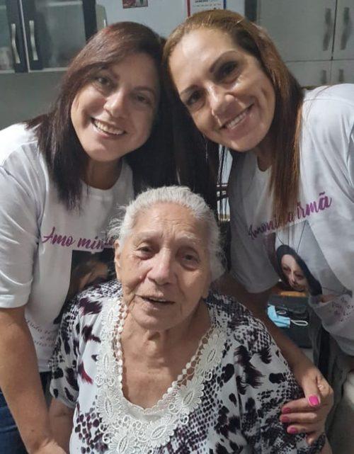 Gêmeas com a mãe biológica - Foto: Nathália de Alcantara/AT