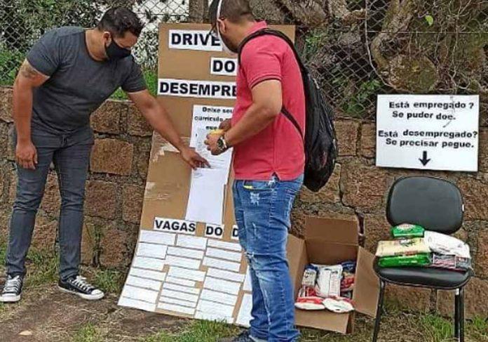Rapaz deixa currículo no Drive-thru do Desempregado - Foto: arquivo pessoal