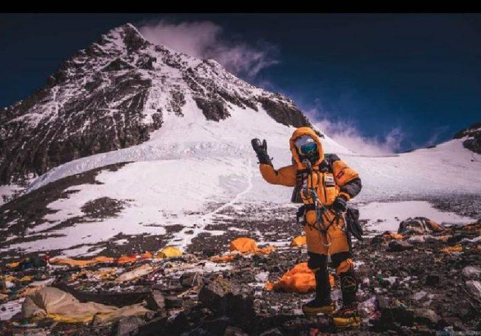 Aretha Duarte chegou ao topo do Everest no último domingo - Foto: @gtarso_/reprodução