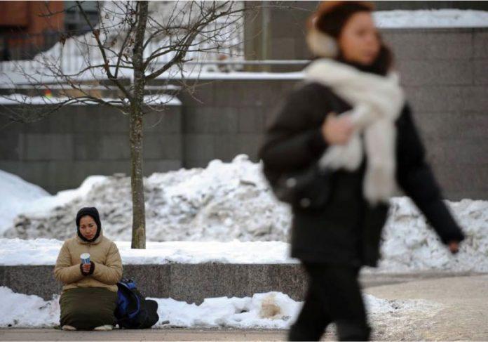O governo da Finlândia criou políticas para que a população de rua caia para 0,08% - Foto: Getty Images