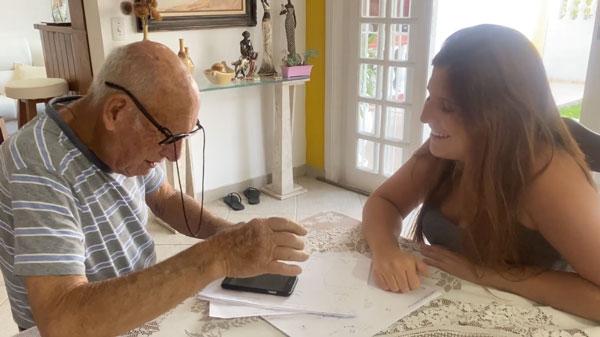 Raphaela e o avô José - Foto: arquivo pessoal