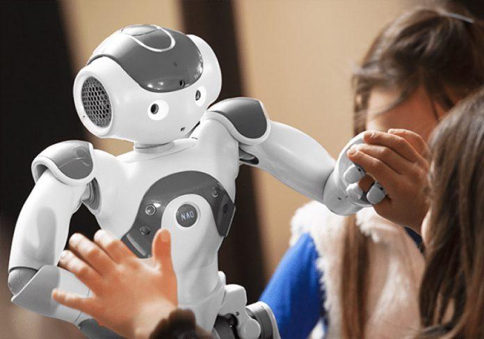 O robô ajuda crianças autistas na integração social - Foto: divulgação