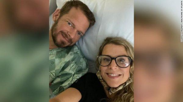 Lance e Susan após a cirurgia.- Foto: arquivo pessoal