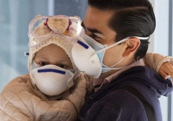 Menina de 7 anos teve câncer eliminado pela Terapia de Prótons. - Foto: Ahinara e os médicos - Foto: Clínica Universitária de Navarra