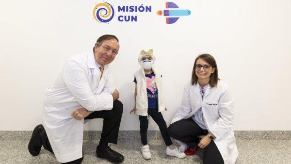 Ahinara e os médicos - Foto: Clínica Universitária de Navarra
