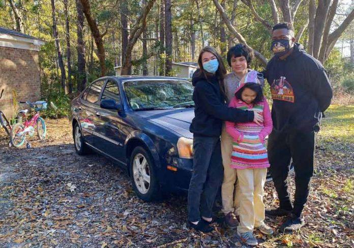 O mecânico reforma carros velhos e doa para famílias necessitadas - Foto: arquivo pessoal